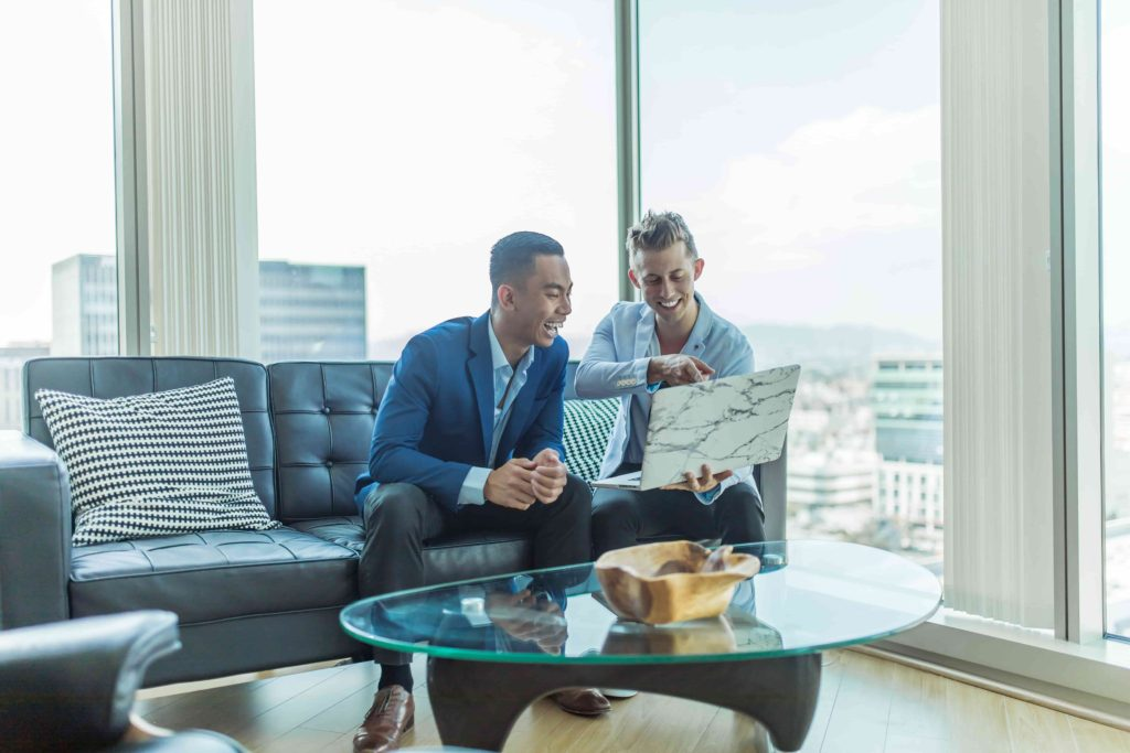 Compra azioni da broker online affidabili
