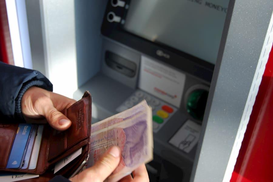 Οι τραπεζικές Υπηρεσίες κοστίζουν περισσότερο